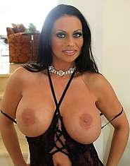 Latina MILF in black really spreads crack