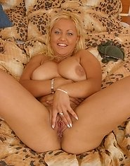 Busty mature blonde spreads her bubble-like buns